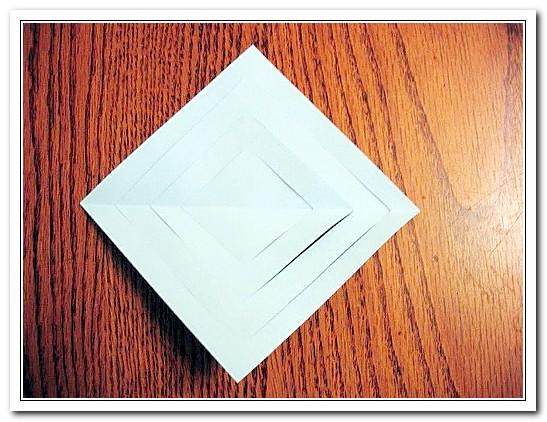 Лист бумаги с разрезами