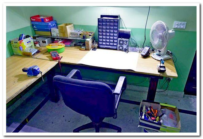 Рабочий стол для работ с электроникой