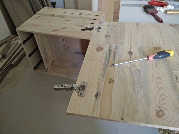 How to build a Desk from Pallet Wood