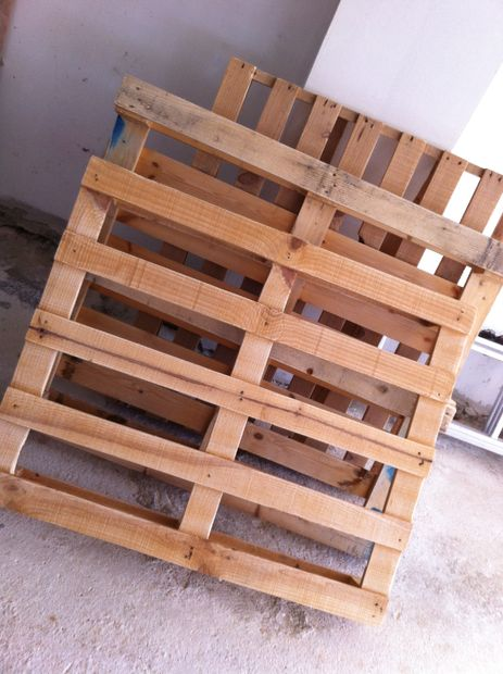 Living Room Table from Wooden Pallets