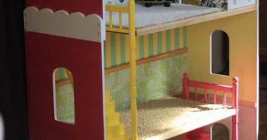 Ремонт и реконструкция кукольного дома.